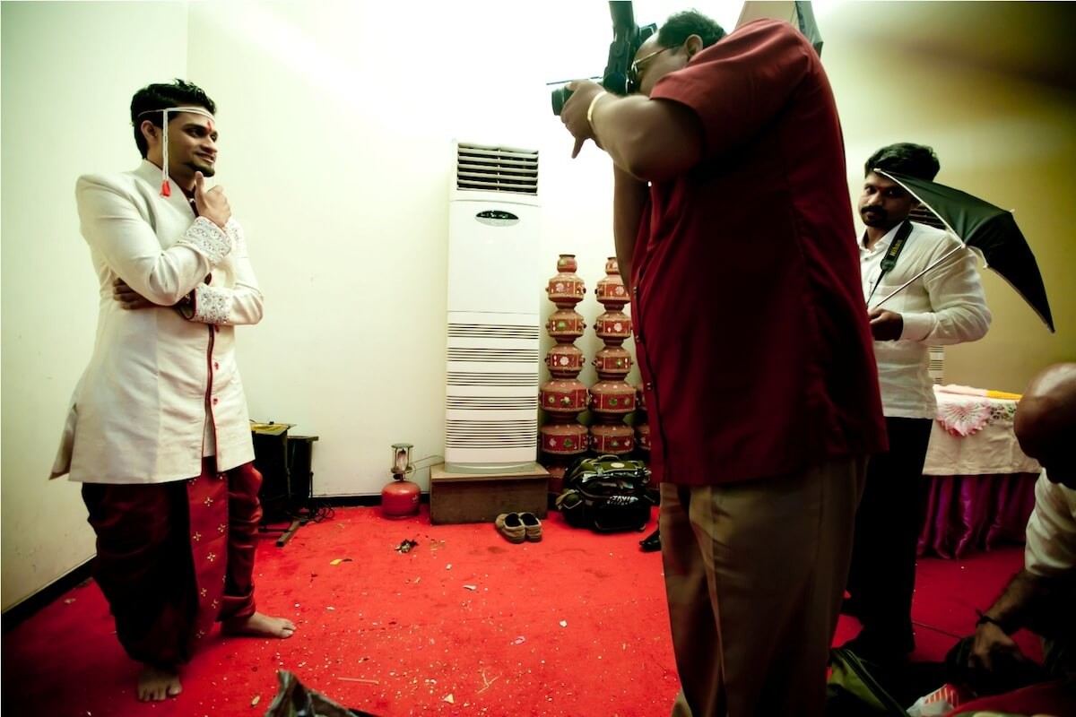 professional candid wedding pictures shaadigrapher