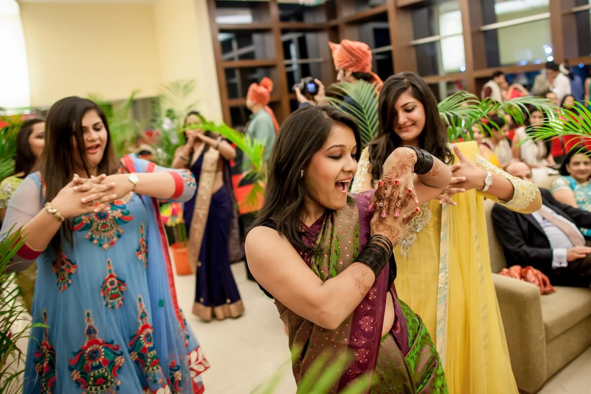 girls dancing indian wedding best wedding photographer in mumbai