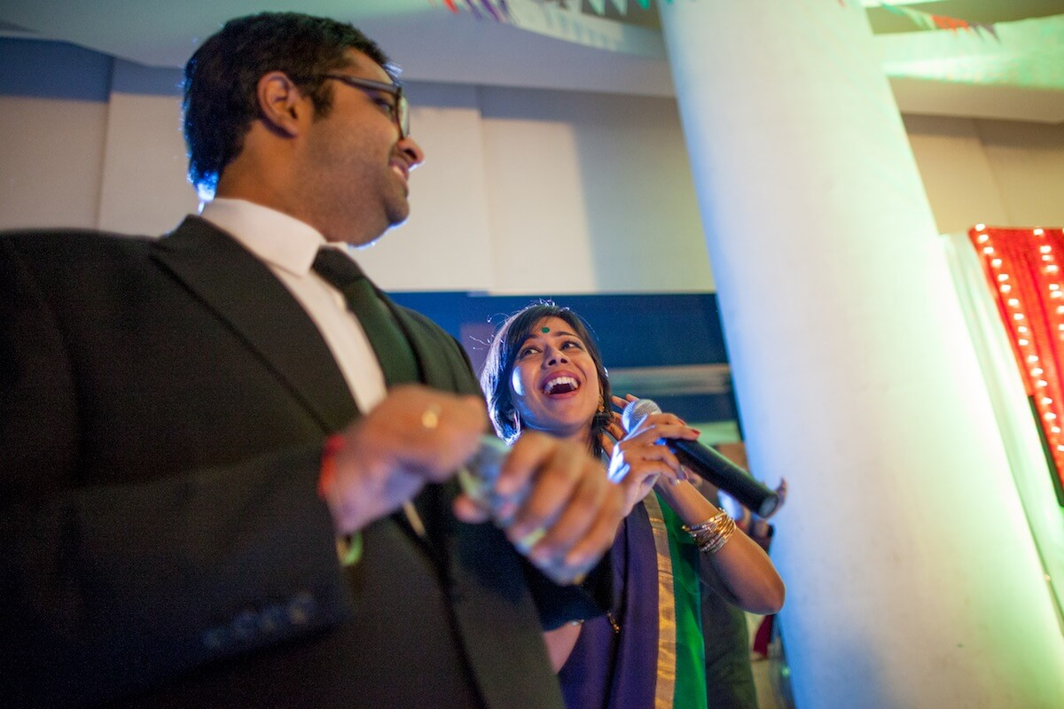 indian couple singing at indian wedding best photography