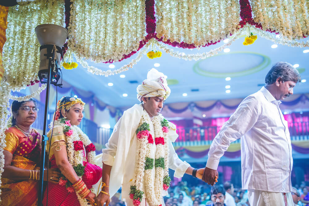 Wedding Gifts For Couples In Chennai : Candid wedding photographers Chennai